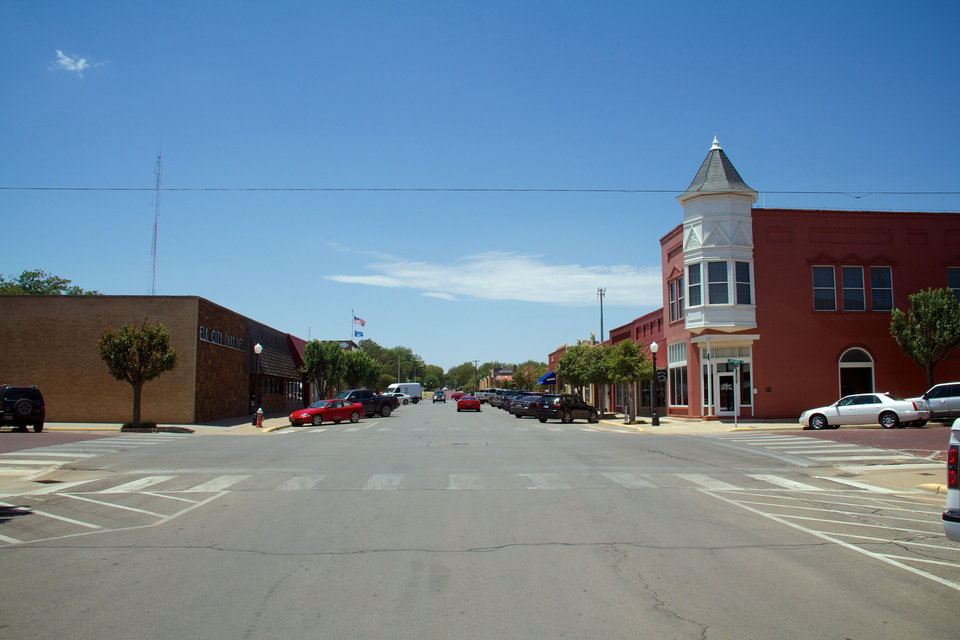 (This is the same intersection shown in the historic picture) Elk City's downtown shopping district is largely is full of businesses, and most parking spaces are filled even in the middle of the afternoon. <strong></strong>