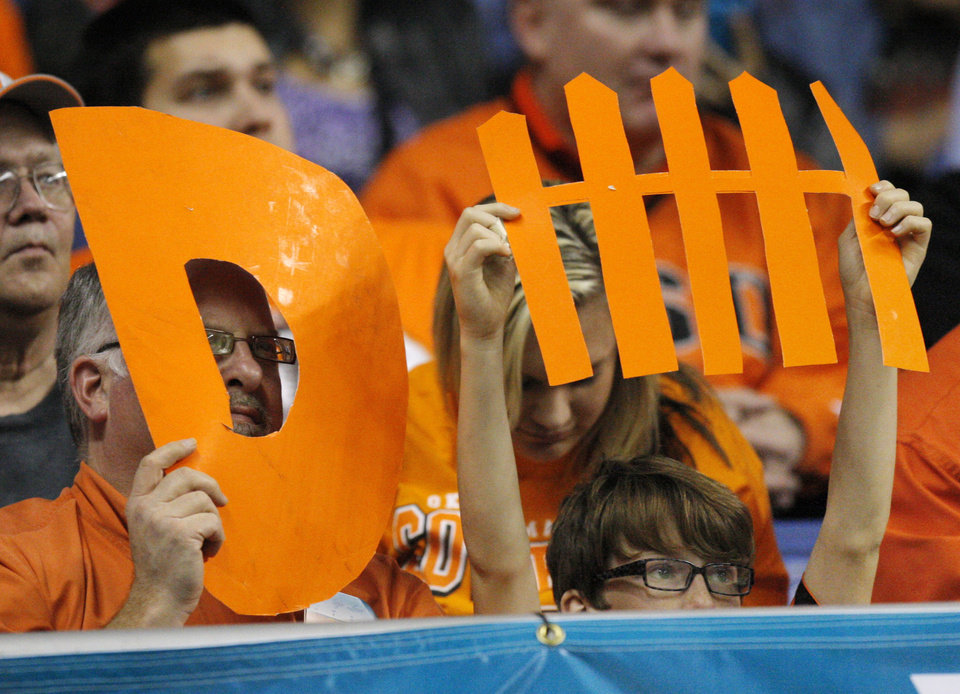 Photo - OSU fans look for defense during the Valero Alamo Bowl college football game between the Oklahoma State University Cowboys (OSU) and the University of Arizona Wildcats at the Alamodome in San Antonio, Texas, Wednesday, December 29, 2010. OSU won, 36-10. Photo by Nate Billings, The Oklahoman