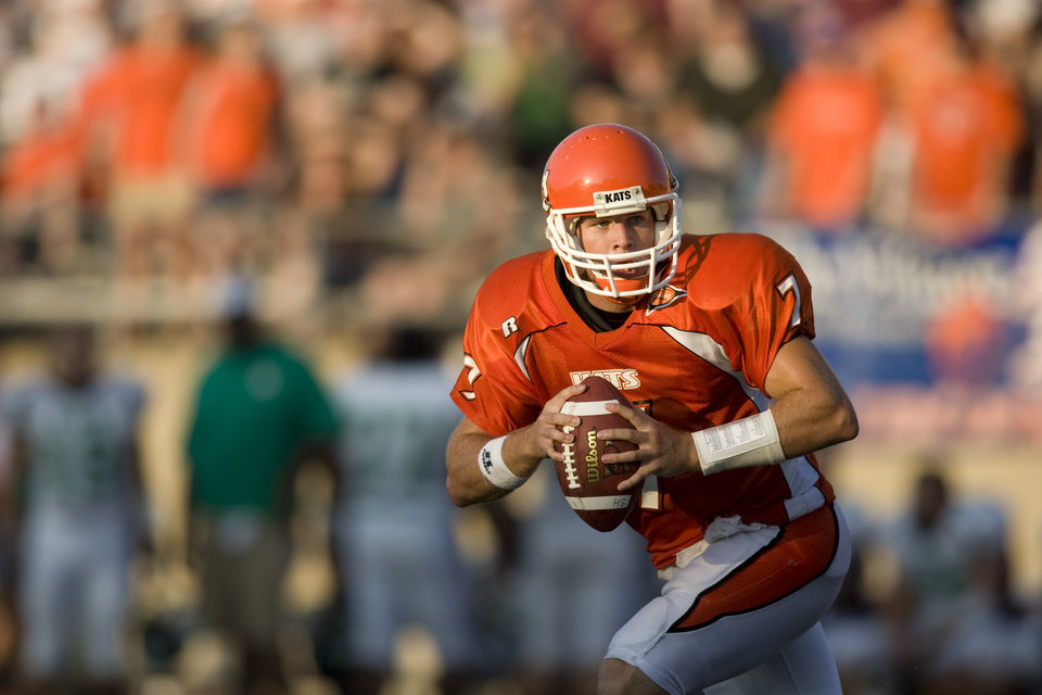 Photo - FORMER UNIVERSITY OF OKLAHOMA (OU) FOOTBALL PLAYER: Sam Houston State University quarterback Rhett Bomar (7) looks for a receiver during the first quarter of a college football game against Arkansas-Monticello August 8, 2007 in Huntsville, TX. (Photo by Dave Einsel)