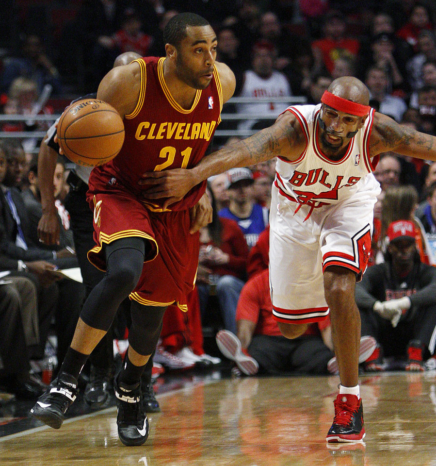 Photo - Chicago Bulls' Richard Hamilton, right, grabs the jersey of Cleveland Cavaliers' Wayne Ellington to stop him from a fast break during the first quarter of their NBA basketball game, Tuesday, Feb. 26, 2013, in Chicago. (AP Photo/Charles Cherney)