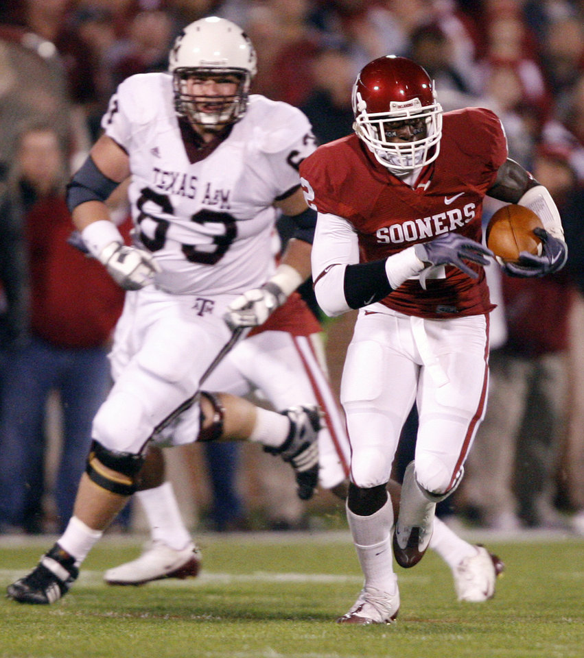 Photo - Oklahoma's Brian Jackson (2) returns a fumble for a touchdown during the first half of the college football game between the University of Oklahoma Sooners (OU) and the Texas A&M Aggies at Gaylord Family-Memorial Stadium on Saturday, Nov. 14, 2009, in Norman, Okla. 