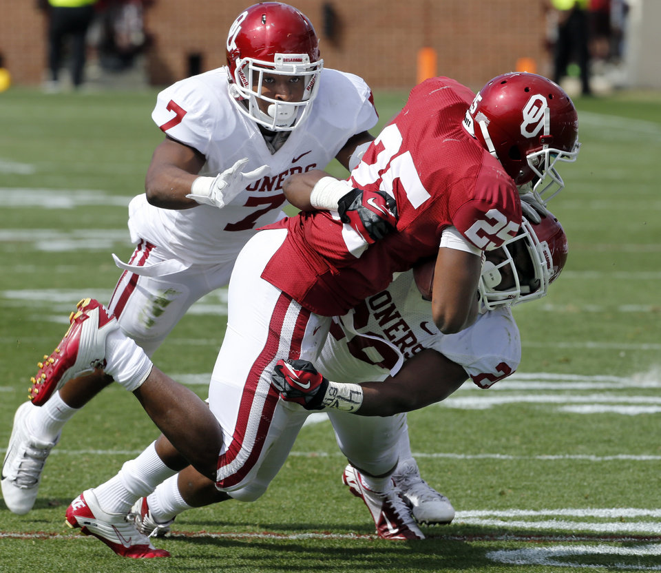 Photo - Frank Shannon, below, tackles David Smith for short yardage on a pass as Corey Nelson pursues during the annual Spring Football Game at Gaylord Family-Oklahoma Memorial Stadium in Norman, Okla., on Saturday, April 13, 2013. Photo by Steve Sisney, The Oklahoman