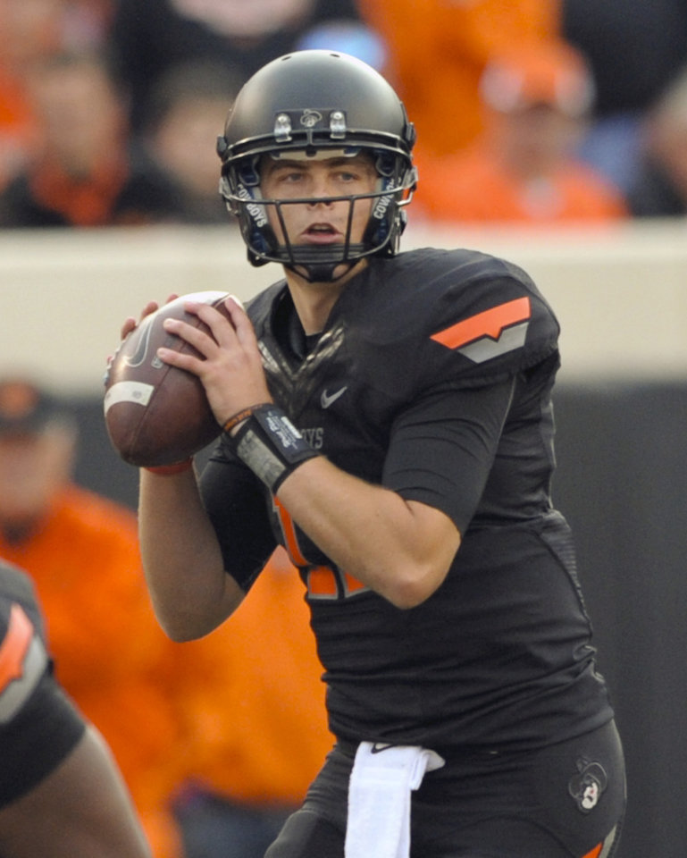 Photo -   Oklahoma State quarterback Wes Lunt, looks for an open teammate to pass to during the second half of an NCAA college football game against TCU in Stillwater, Okla., Saturday, Oct. 27, 2012. Lunt passed for 324 yards in the 36-14 win over TCU. (AP Photo/Brody Schmidt)