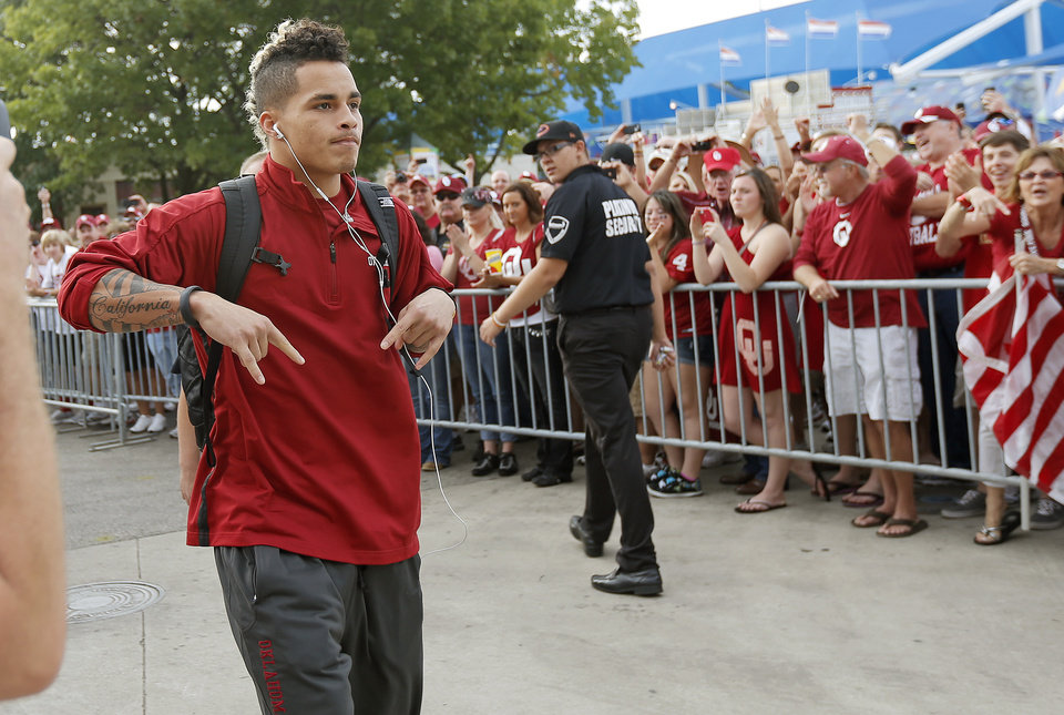 OU's Kenny Stills arrives for the Red River Rivalry college football game between the University of Oklahoma (OU) and the University of Texas (UT) at the Cotton Bowl in Dallas, Saturday, Oct. 13, 2012. Photo by Bryan Terry, The Oklahoman