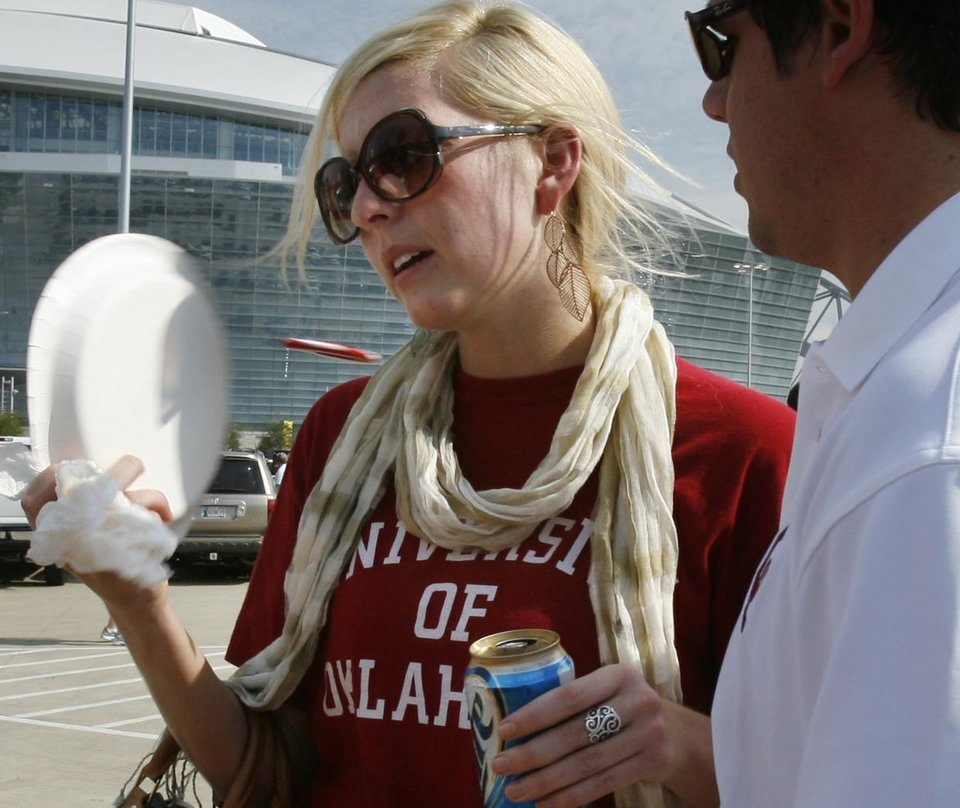 Amanda Pardee fans herself with a plate in the heat outside the stadium before the college football game between the Brigham Young University Cougars (BYU) and the University of Oklahoma Sooners (OU) at Cowboys Stadium in Arlington, Texas, Saturday, September 5, 2009. By Steve Sisney, The Oklahoman