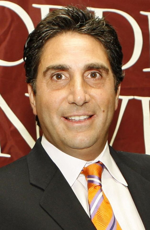 Photo - ** FILE ** In this June 29, 2006 photo released by Fordham University,  sports broadcaster Bob Papa is shown at the second annual Ram Roast benefit dinner for Fordham University athletes, in New York. Papa, the radio play-by-play voice of the New York Giants for the past 13 seasons, will replace Bryant Gumbel as the announcer for the NFL Network's eight Thursday night games. (Photo/Fordham University, Stuart Ramson) ORG XMIT: NY157
