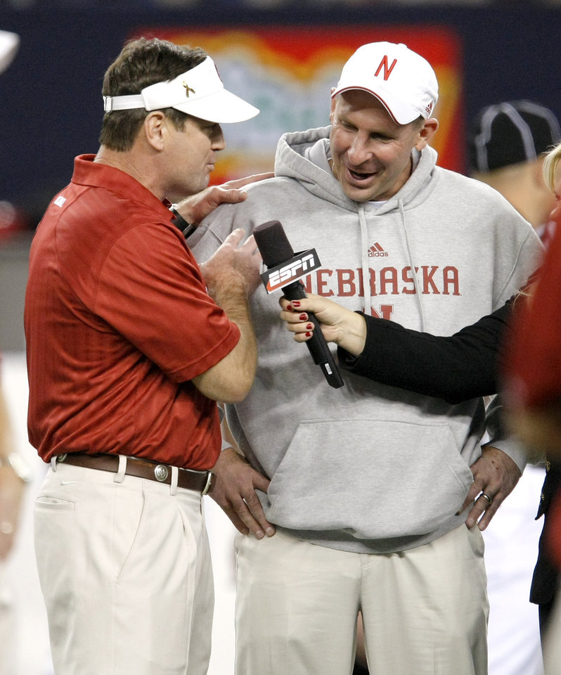 Photo - Oklahoma coach Bob Stoops and Nebraska coach Bo Pelini meet before the Big 12 football championship game between the University of Oklahoma Sooners (OU) and the University of Nebraska Cornhuskers (NU) at Cowboys Stadium on Saturday, Dec. 4, 2010, in Arlington, Texas.  Photo by Bryan Terry, The Oklahoman