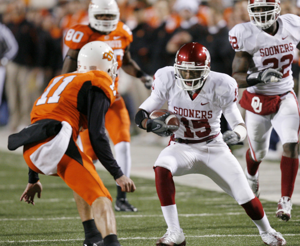 OU's Dominique Franks runs back a first quarter interception during the first half of the college football game between the University of Oklahoma Sooners (OU) and Oklahoma State University Cowboys (OSU) at Boone Pickens Stadium on Saturday, Nov. 29, 2008, in Stillwater, Okla. STAFF PHOTO BY CHRIS LANDSBERGER