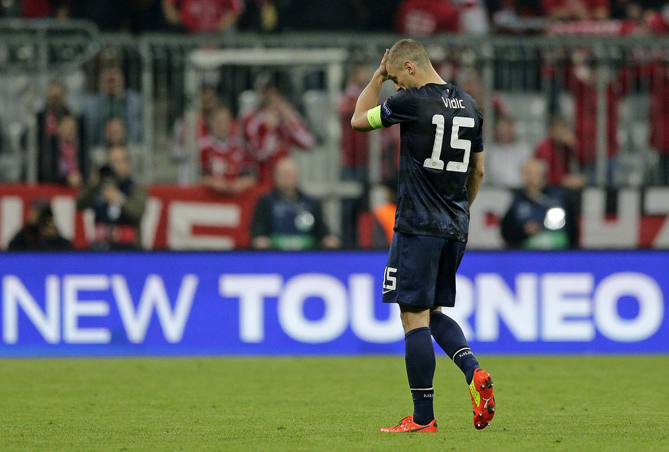 Photo - Manchester United's Nemanja Vidic leaves the field at the end of the Champions League quarterfinal second leg soccer match between Bayern Munich and Manchester United in the Allianz Arena in Munich, Germany, Wednesday, April 9, 2014. Bayern won 3-1 to win the tie 4-2 on aggregate.(AP Photo/Matthias Schrader)