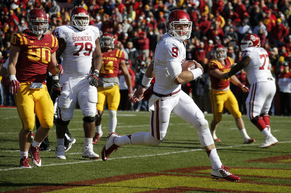 Photo - Oklahoma's Trevor Knight (9) runs for a touchdown during a college football game between the University of Oklahoma Sooners (OU) and the Iowa State Cyclones (ISU) at Jack Trice Stadium in Ames, Iowa, Saturday, Nov. 1, 2014. Photo by Bryan Terry, The Oklahoman