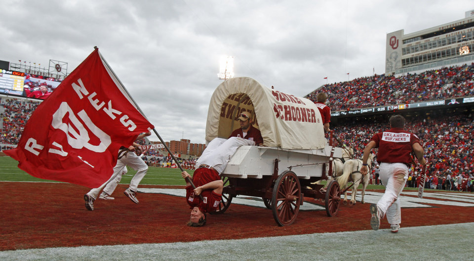 Photo - The Sooner Schooner take the field during a college football game between the University of Oklahoma Sooners (OU) and the Iowa State University Cyclones (ISU) at Gaylord Family-Oklahoma Memorial Stadium in Norman, Okla., Saturday, Nov. 26, 2011. Photo by Bryan Terry, The Oklahoman
