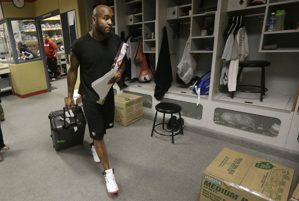 Photo - San Francisco 49ers safety Donte Whitner pulls a bag as he exits a locker room at an NFL training facility in Santa Clara, Calif., Monday, Jan. 20, 2014. The 49ers lost to the Seattle Seahawks in the NFC Championship Game. (AP Photo/Jeff Chiu)