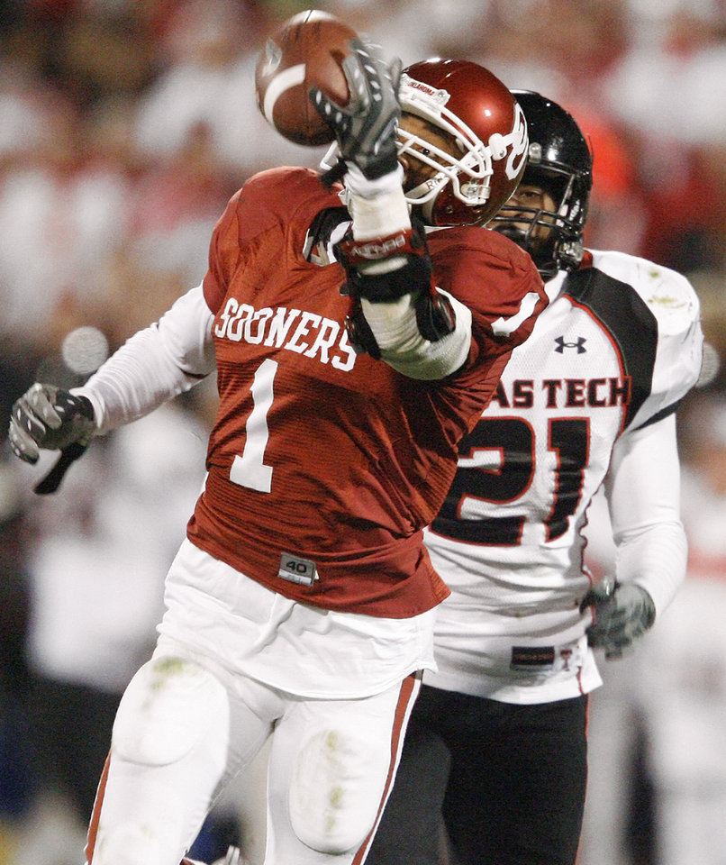 Photo - OU's Manuel Johnson catches a touchdown pass in front of L.A. Reed of Texas Tech during the college football game between the University of Oklahoma Sooners and Texas Tech University at Gaylord Family -- Oklahoma Memorial Stadium in Norman, Okla., Saturday, Nov. 22, 2008. BY BRYAN TERRY, THE OKLAHOMAN