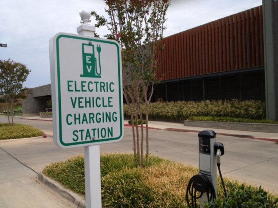 Photo - Whole Foods Market in Oklahoma City offers a spot to charge plug-in electric vehicles, the only such public spot in the state, according to the Department of Energy.  Jim Beckel - THE OKLAHOMAN