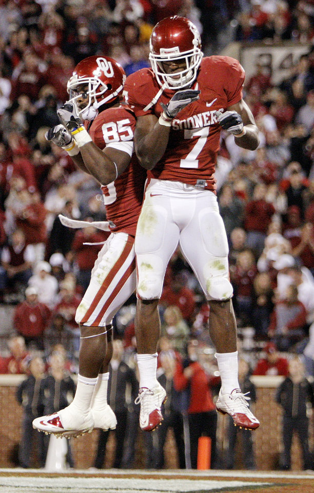 Photo - OU's Ryan Broyles (85) and DeMarco Murray (7) celebrate a touchdown by Murray in the third quarter during the college football game between the University of Oklahoma (OU) Sooners and the University of Colorado Buffaloes at Gaylord Family-Oklahoma Memorial Stadium in Norman, Okla., Saturday, October 30, 2010. Photo by Nate Billings, The Oklahoman