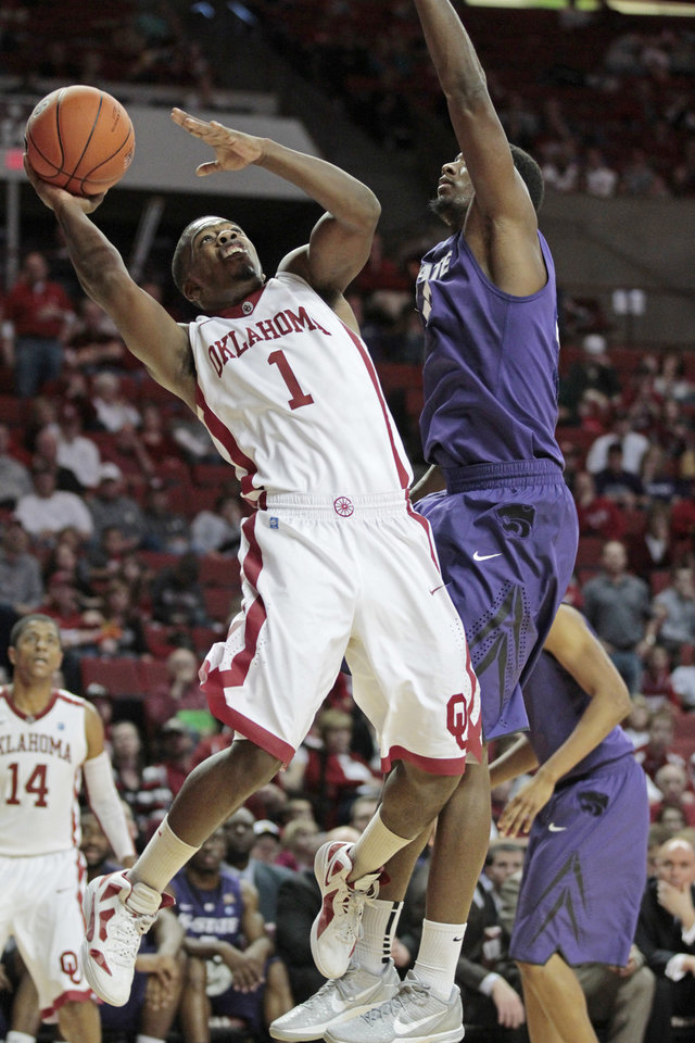 Photo - Sam Grooms (1) shoots guarded by Kansas State Wildcats' Jamar Samuels (32) in the first half as the University of Oklahoma (OU) Sooners play the Kansas State Wildcats in men's college basketball at the Lloyd Noble Center on Saturday, Jan. 14, 2012, in Norman, Okla.  Photo by Steve Sisney, The Oklahoman