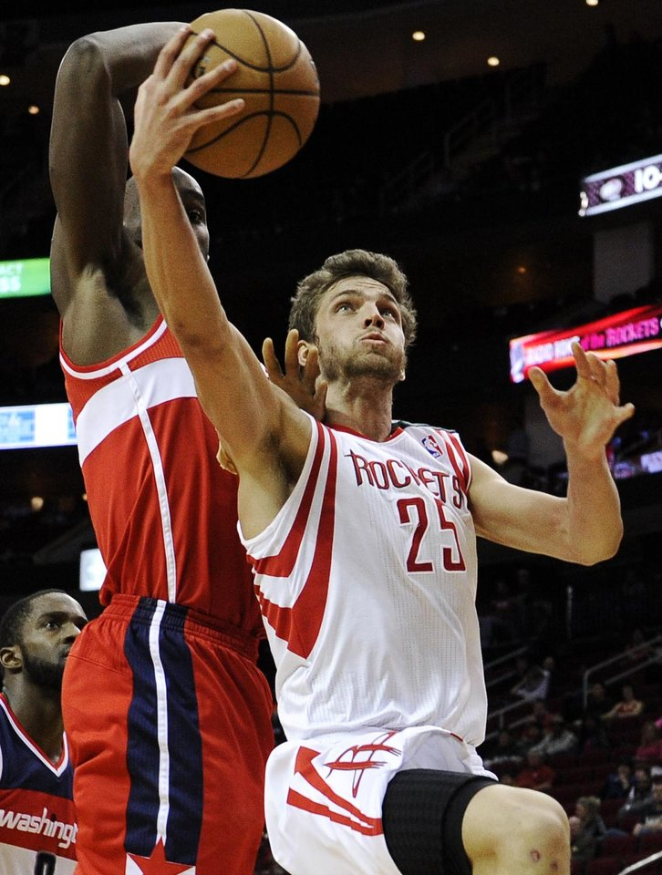 Houston Rockets' Chandler Parsons (25) goes to the basket in front of Washington Wizards' Emeka Okafor, left, in the second half of an NBA basketball game, Wednesday, Dec. 12, 2012, in Houston. The Rockets won 99-93. (AP Photo/Pat Sullivan)