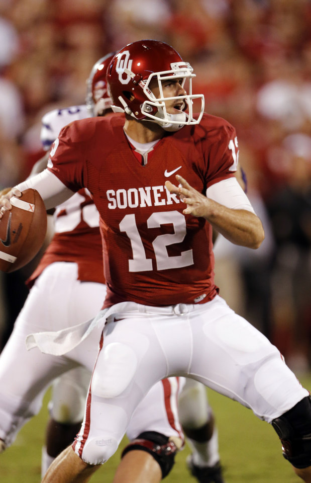 Photo - Oklahoma Sooners's Landry Jones (12) passes during a college football game between the University of Oklahoma Sooners (OU) and the Kansas State University Wildcats (KSU) at Gaylord Family-Oklahoma Memorial Stadium, Saturday, September 22, 2012. Photo by Steve Sisney, The Oklahoman