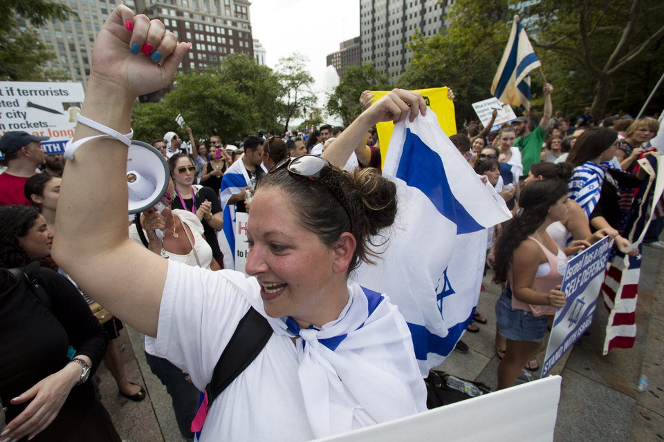 Photo - Demonstrators gather in support of Israel in its war with Hamas members in the Gaza Strip during a rally at John F. Kennedy Plaza, also known as Love Park, in Philadelphia on Wednesday, July 23, 2014. (AP Photo)