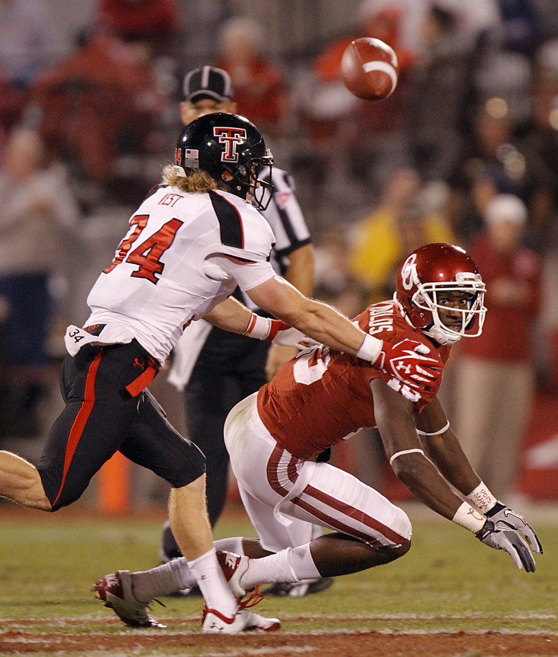 Photo - Sawyer Vest (34) breaks up a pass for Oklahoma's Jaz Reynolds (16) during the college football game between the University of Oklahoma Sooners (OU) and Texas Tech University Red Raiders (TTU) at the Gaylord Family-Oklahoma Memorial Stadium on Saturday, Oct. 22, 2011. in Norman, Okla. Photo by Chris Landsberger, The Oklahoman