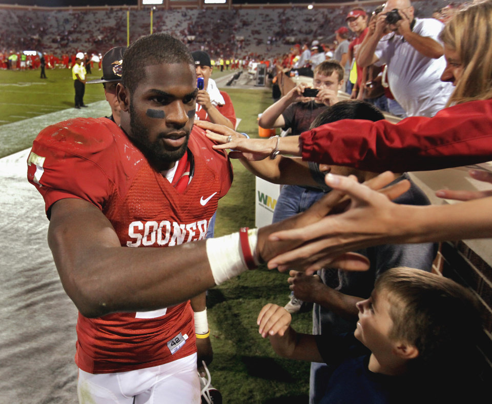 Photo - DeMarco Murray (7) leaves the field after the University of Oklahoma Sooners (OU) defeated the Iowa State Cyclones (ISU) 52-0 at the Gaylord Family-Oklahoma Memorial Stadium on Saturday, Oct. 16, 2010, in Norman, Okla.  Photo by Steve Sisney, The Oklahoman
