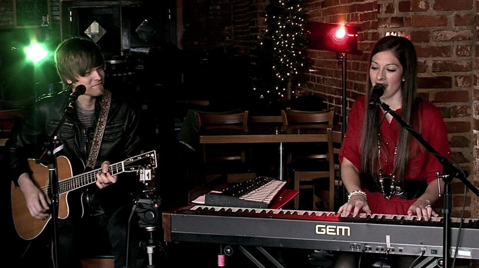 "Maggie McClure & Shane Henry performs ""All I Want for Christmas is You"" for 2011 Static X-Mas"