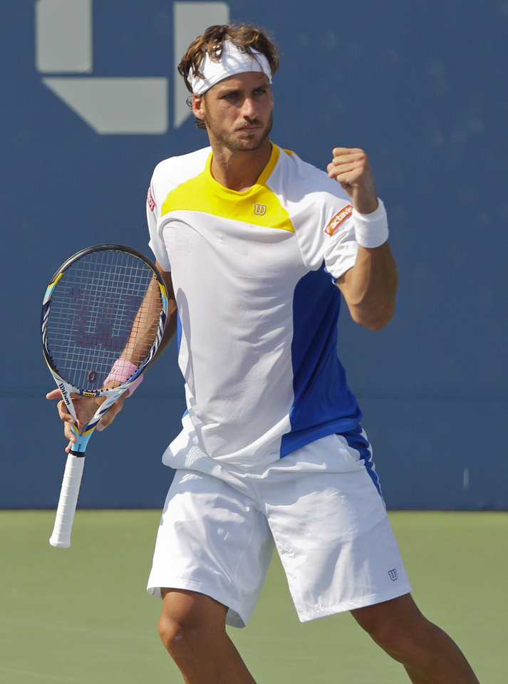 Photo -   Spain's Feliciano Lopez reacts during his match against Britain's Andy Murray in the third round of play at the 2012 US Open tennis tournament, Saturday, Sept. 1, 2012, in New York. (AP Photo/Mel C. Evans)