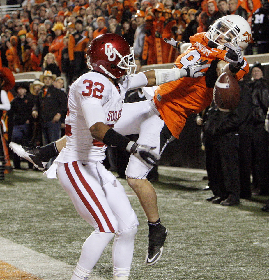 Photo - A pass intended for OSU's Bo Bowling is incomplete in the back of the end zone as Jamell Fleming (32) of OU defends on OSU's final drive in the fourth quarter during the Bedlam college football game between the University of Oklahoma Sooners (OU) and the Oklahoma State University Cowboys (OSU) at Boone Pickens Stadium in Stillwater, Okla., Saturday, Nov. 27, 2010. OU won, 47-41. Photo by Nate Billings, The Oklahoman