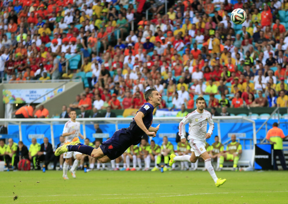 Photo - Netherlands' Robin van Persie scores a goal during the group B World Cup soccer match between Spain and the Netherlands at the Arena Ponte Nova in Salvador, Brazil, Friday, June 13, 2014. (AP Photo/Bernat Armangue)
