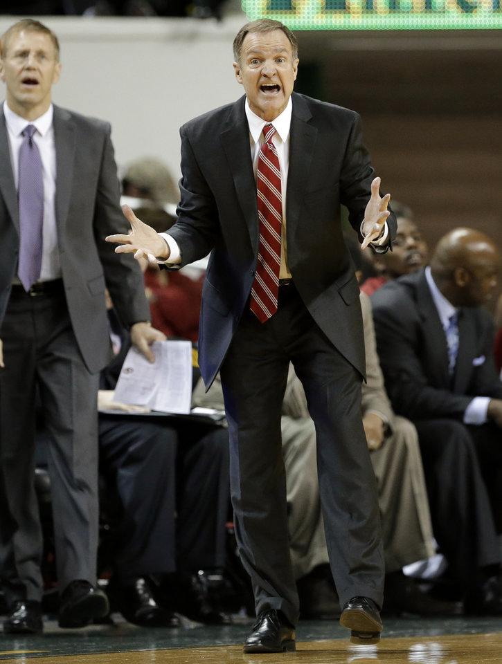 Oklahoma head coach Lon Kruger reacts to play late in the second half of an NCAA college basketball game against Baylor Wednesday, Jan. 30, 2013, in Waco, Texas. Oklahoma won 74-71. (AP Photo/Tony Gutierrez) ORG XMIT: TXTG109