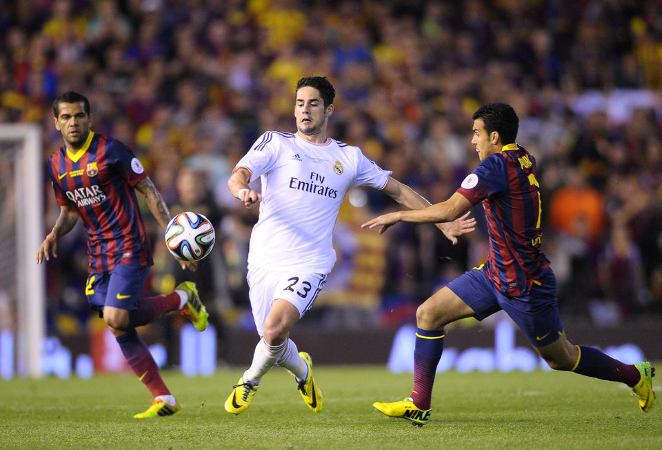Photo - Real's Isco, center, fights for the ball with Barcelona's Pedro Rodriguez during the final of the Copa del Rey between FC Barcelona and Real Madrid at the Mestalla stadium in Valencia, Spain, Wednesday, April 16, 2014. (AP Photo/Manu Fernandez)