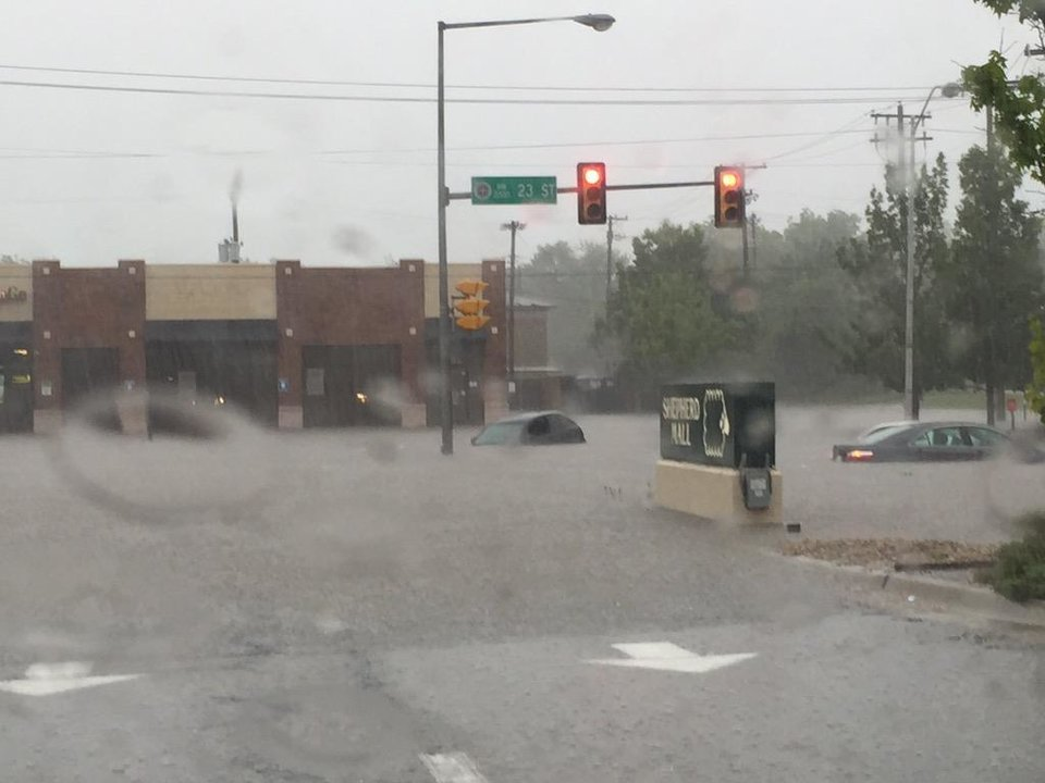 Photo - Flooding on 23rd in OKC -- Photo via Nathanael Callon @claw484 on Twitter