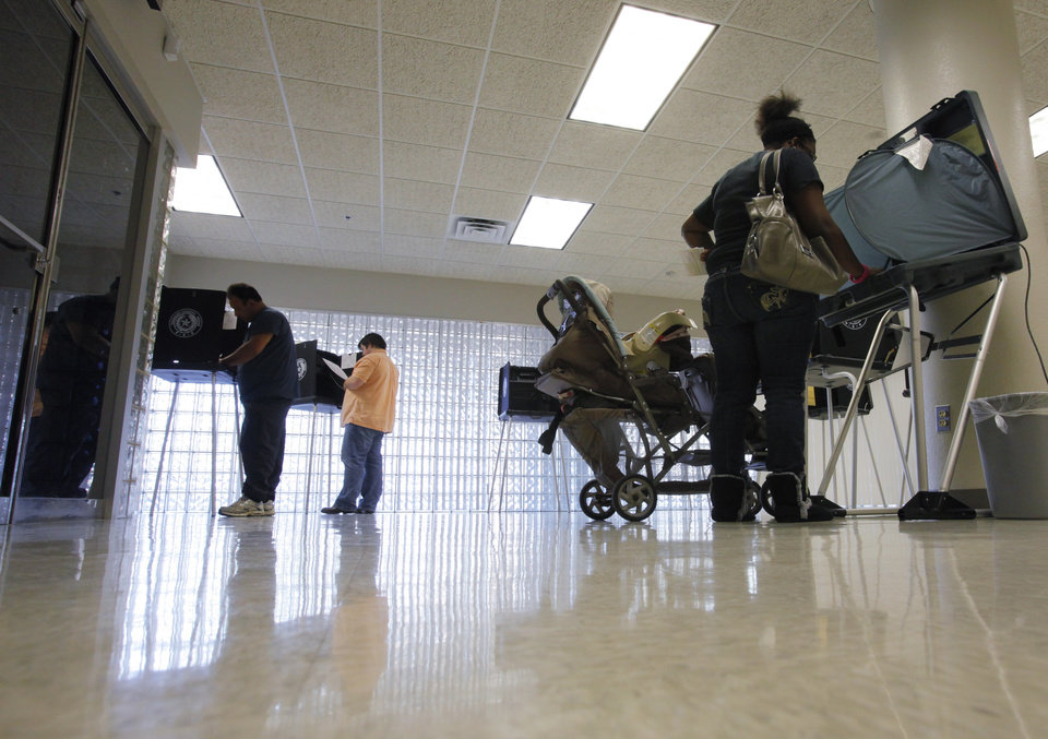 Photo -   Voters cast their ballots at the Tarrant County Sub-Courthouse in Mansfield, Texas. (AP Photo/The Fort Worth Star-Telegram, Rodger Mallison) MAGS OUT; (FORT WORTH WEEKLY, 360 WEST); INTERNET OUT