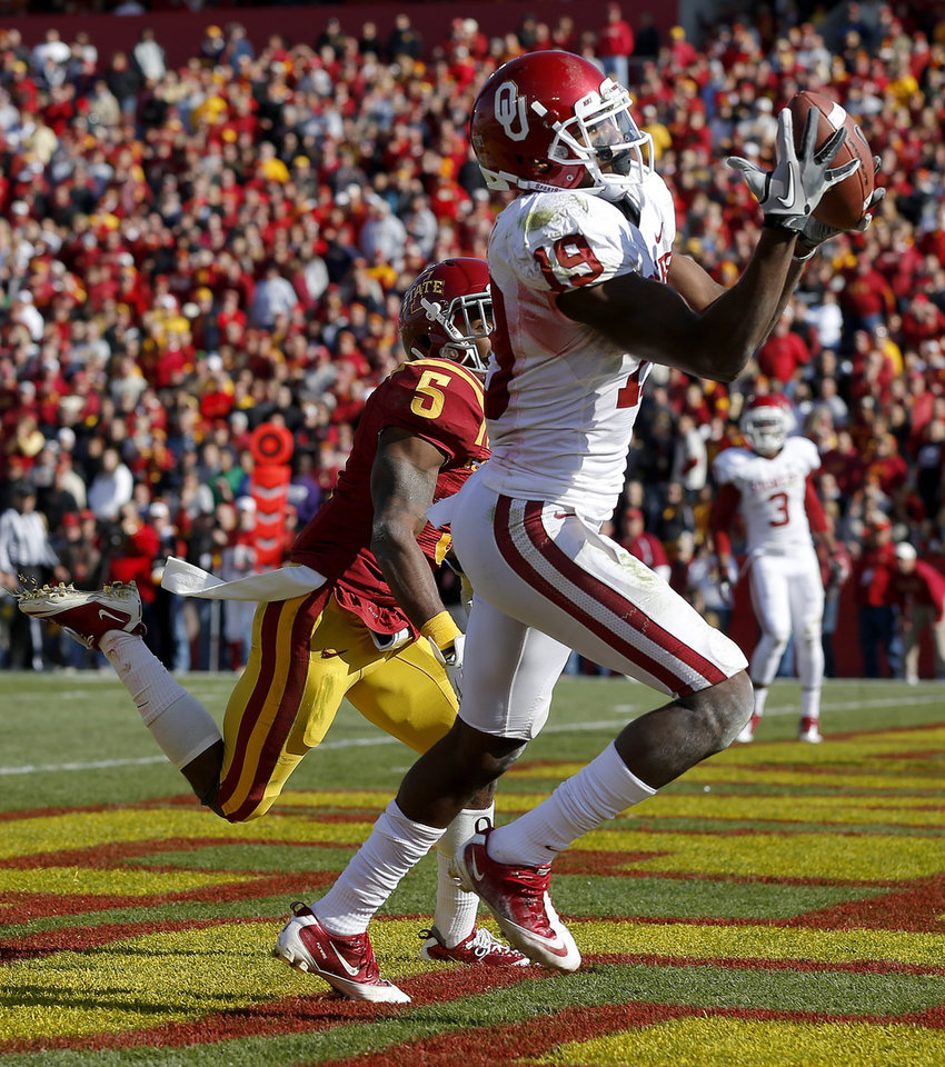 Oklahoma\'s Justin Brown (19) catches a touchdown pass beside Iowa State\'s Jeremy Reeves (5) during a college football game between the University of Oklahoma (OU) and Iowa State University (ISU) at Jack Trice Stadium in Ames, Iowa, Saturday, Nov. 3, 2012. Oklahoma won 35-20. Photo by Bryan Terry, The Oklahoman