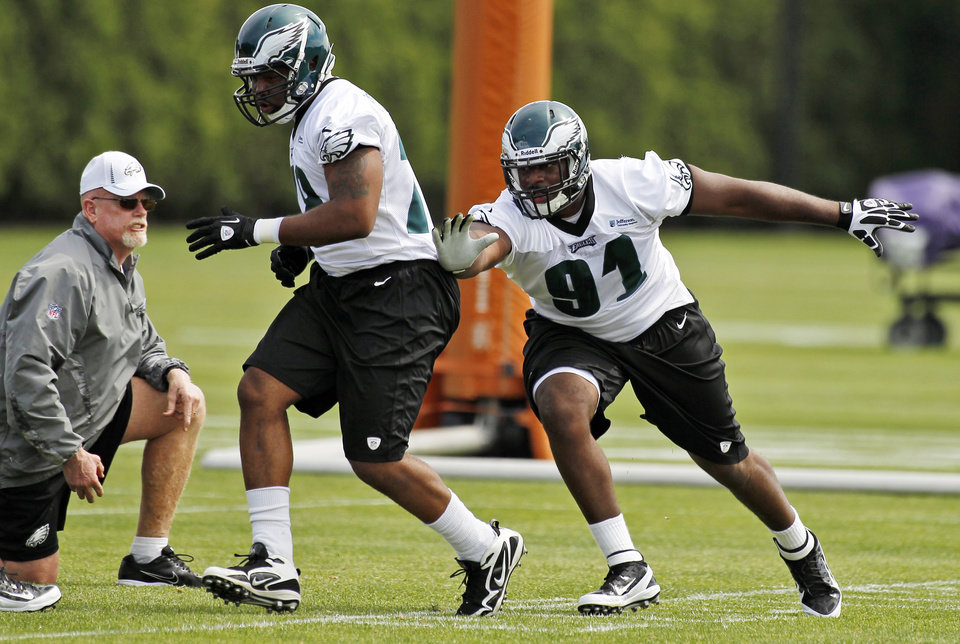 Philadelphia Eagles defensive tackle Fletcher Cox, right, works against Maurice Fountain as defensive line coach Jim Washburn, left, watches during an NFL football rookie minicamp at their training facility, Saturday, May 12, 2012, in Philadelphia. (AP Photo/Alex Brandon)