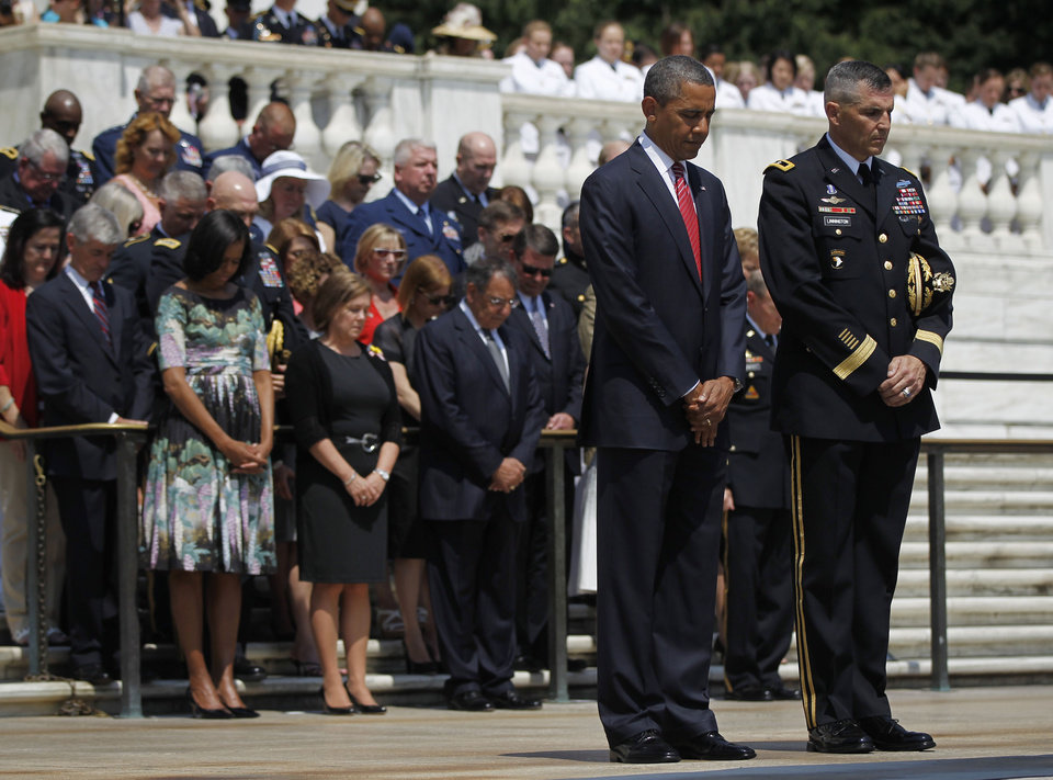 Photo -   President Barack Obama, and Maj. Gen. Michael S. Linnington, Commander of the U.S. Army Military District of Washington, lowers their heads during a wreath-laying ceremony at the Tomb of the Unknowns at Arlington National Cemetery on Memorial Day, Monday, May 28, 2012, in Arlington, Va. (AP Photo/Pablo Martinez Monsivais)