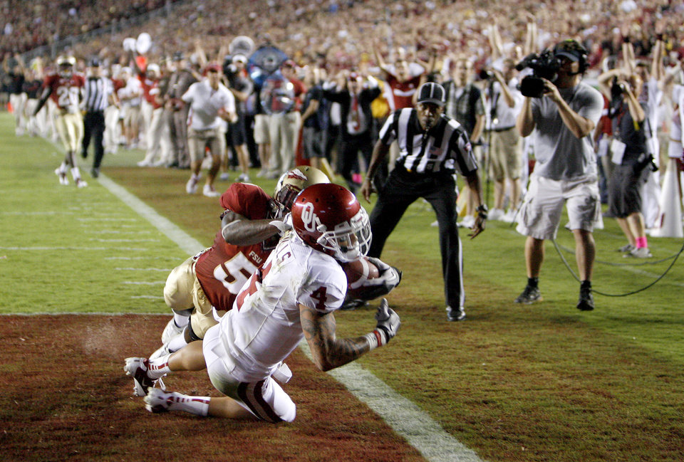 Oklahoma\'s Kenny Stills (4) catches a touchdown pass behind Florida\'s Greg Reid (5) during a college football game between the University of Oklahoma (OU) and Florida State (FSU) at Doak Campbell Stadium in Tallahassee, Fla., Saturday, Sept. 17, 2011.Oklahoma won 23-13. Photo by Bryan Terry, The Oklahoman