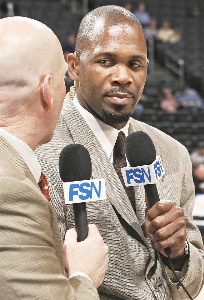 Photo - Former NBA player Grant Long, right, is teaming with veteran play-by-play announcer Brian Davis on the Thunder's telecasts. PHOTO BY BRYAN TERRY, THE OKLAHOMAN