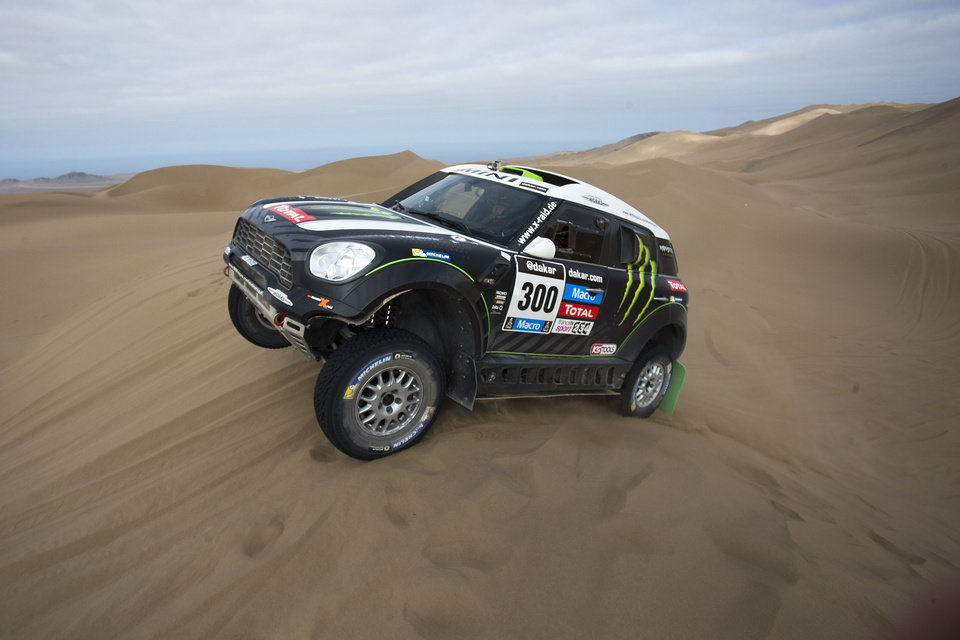 Photo - Stephane Peterhansel and co-pilot Jean Paul Cottret, both of France, drive their Mini through the dunes during the tenth stage of the Dakar Rally between the cities of Iquique and Antofagasta, Chile, Wednesday, Jan. 15, 2014. (AP Photo/Victor R. Caivano)