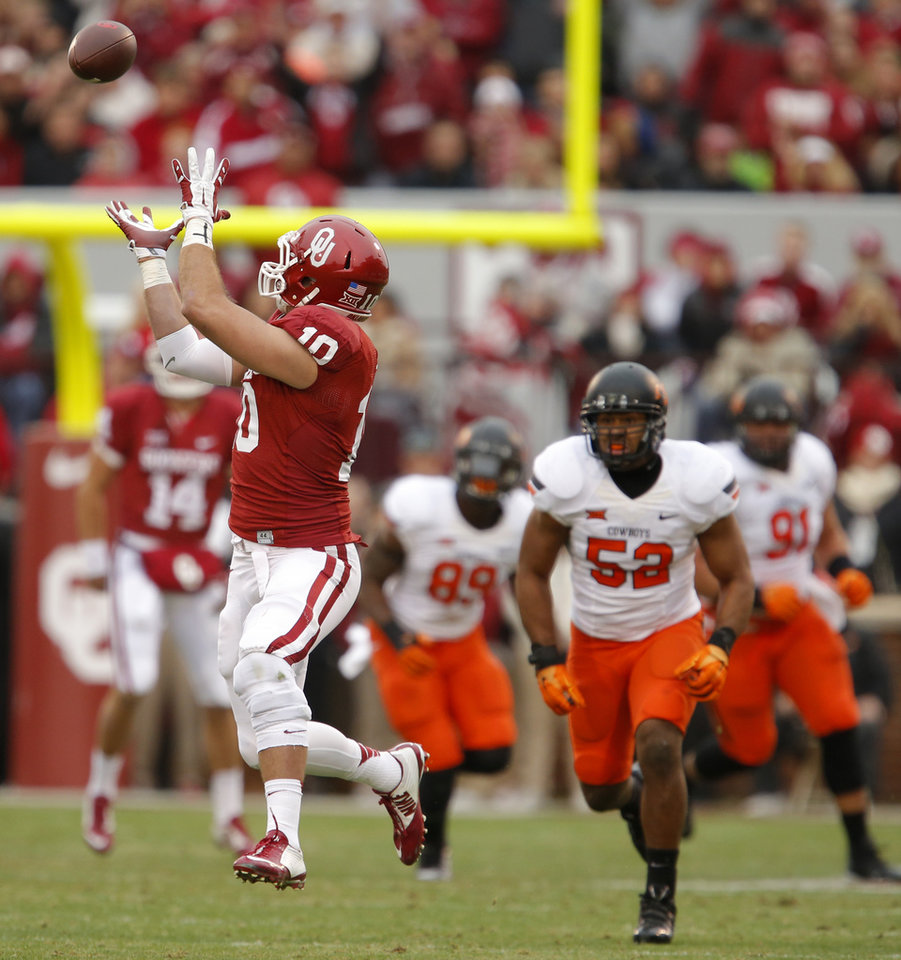 Photo - Oklahoma's Blake Bell (10) catches a pass during a Bedlam college football game between the University of Oklahoma Sooners (OU) and the Oklahoma State Cowboys (OSU) at Gaylord Family-Oklahoma Memorial Stadium in Norman, Okla., Saturday, Dec. 6, 2014. Photo by Bryan Terry, The Oklahoman