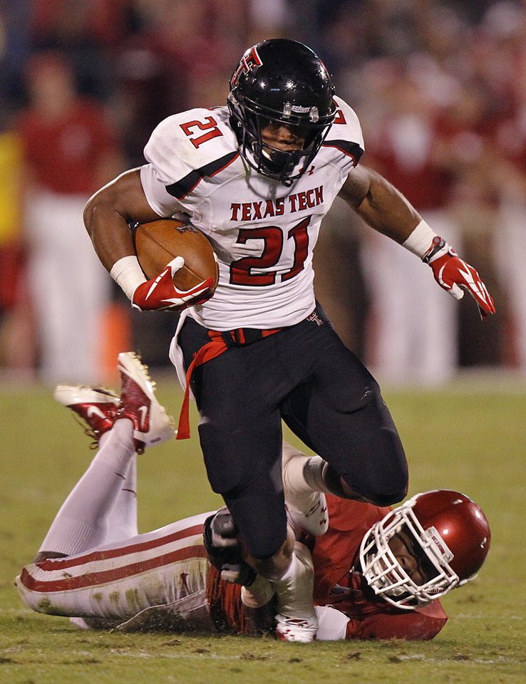 Oklahoma's Gabe Lynn (9) tries to stop Texas Tech's DeAndre Washington (21)during the college football game between the University of Oklahoma Sooners (OU) and Texas Tech University Red Raiders (TTU) at the Gaylord Family-Oklahoma Memorial Stadium on Saturday, Oct. 22, 2011. in Norman, Okla. Photo by Chris Landsberger, The Oklahoman