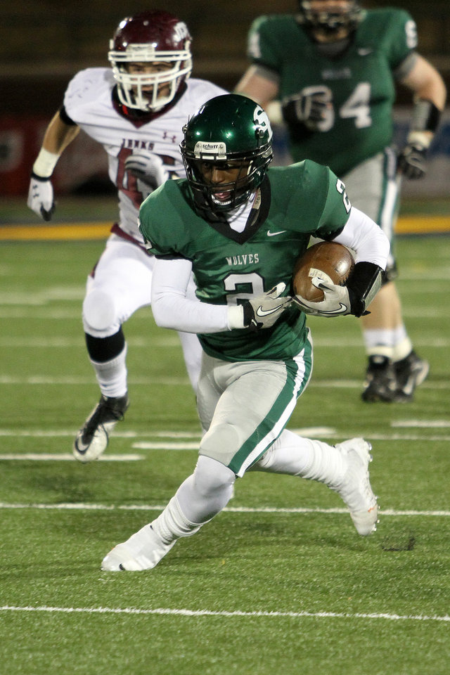 Photo - Edmond Santa Fe's Trevan Smith runs for a first down during the Edmond Santa Fe - Jenks game at UCO's Wantland Stadium in Edmond, Friday, November 18, 2011. PHOTO BY HUGH SCOTT, FOR THE OKLAHOMAN