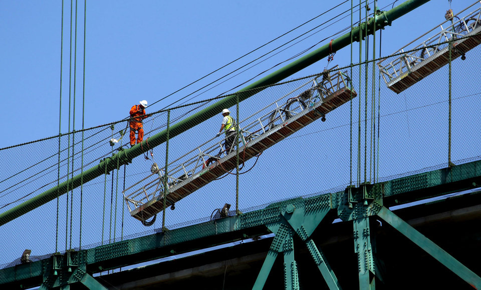 Photo -   Construction workers set up a scaffold atop the Vincent Thomas Bridge in the San Pedro section of Los Angeles on Monday Aug. 20,2012. Tony Scott, director of such Hollywood hits as