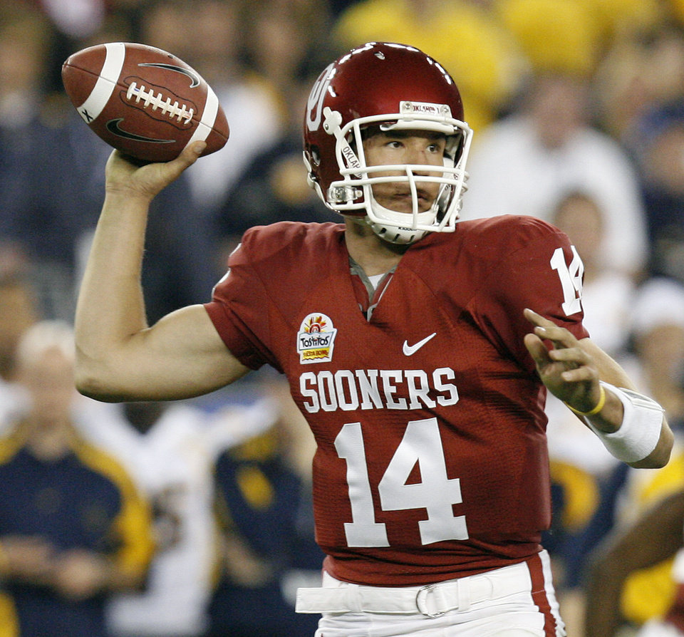 Photo - Sam Bradford looks to throw the ball during the first half of the Fiesta Bowl college football game between the University of Oklahoma Sooners (OU) and the West Virginia University Mountaineers (WVU) at The University of Phoenix Stadium on Wednesday, Jan. 2, 2008, in Glendale, Ariz. 