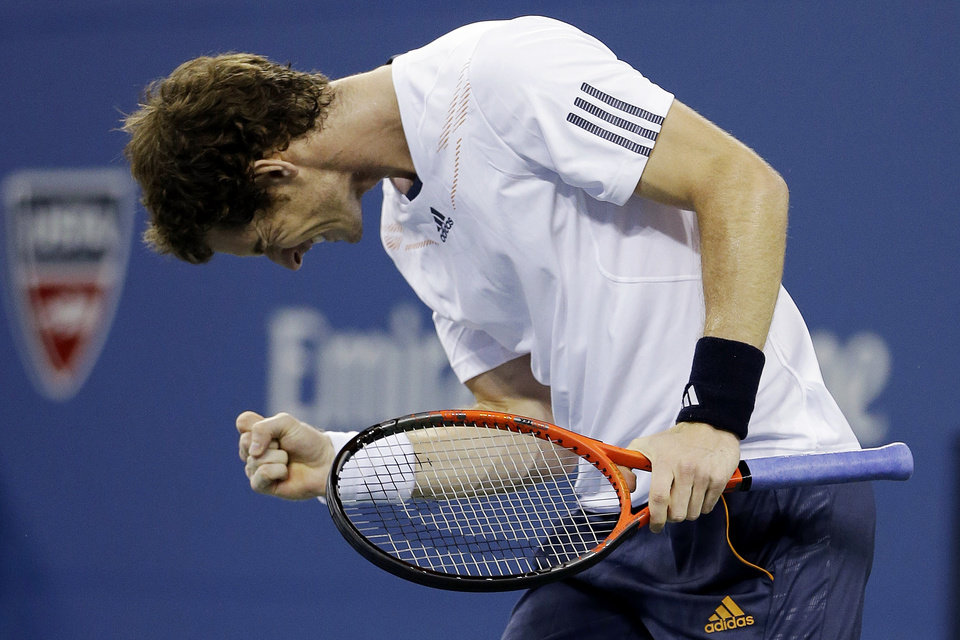 Photo -   Andy Murray, of Britain, reacts after breaking the serve of Milos Raonic, of Canada, during a match at the U.S. Open tennis tournament, Monday, Sept. 3, 2012, in New York. (AP Photo/Darron Cummings)