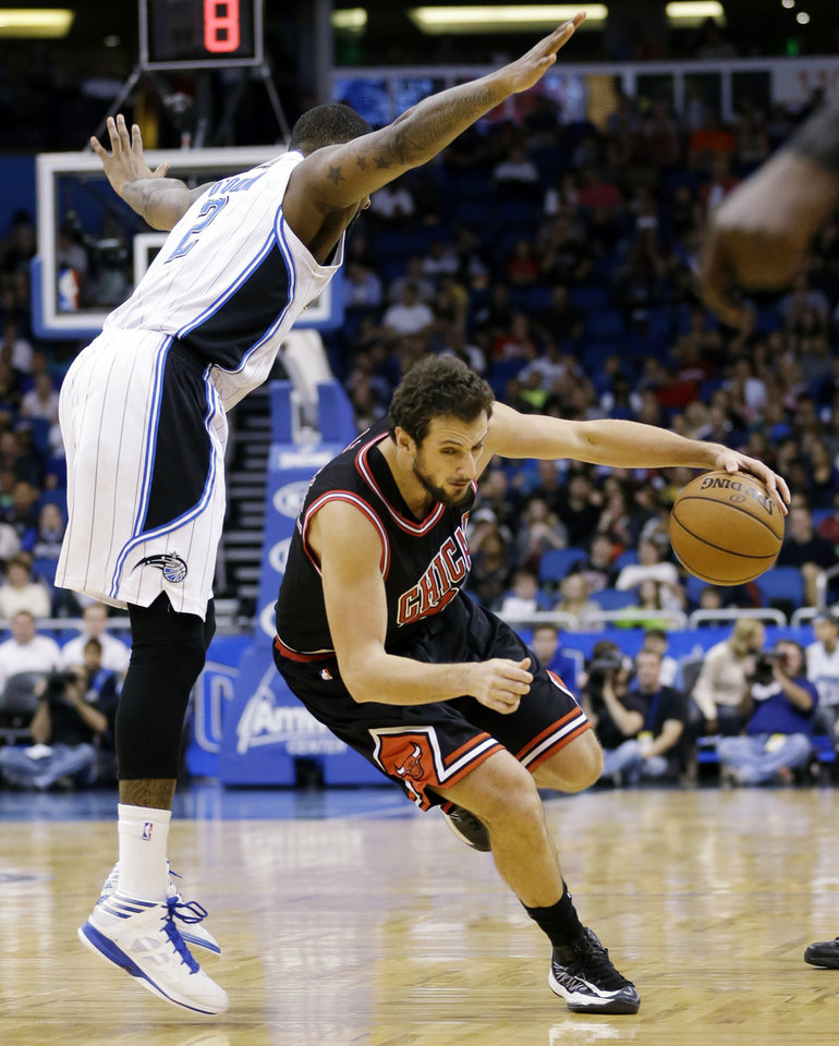 Chicago Bulls' Marco Belinelli, right, of Italy, drives the ball to the basket as Orlando Magic's Kyle O'Quinn (2) tries to avoid running into him during the first half of an NBA basketball game, Wednesday, Jan. 2, 2013, in Orlando, Fla. (AP Photo/John Raoux)