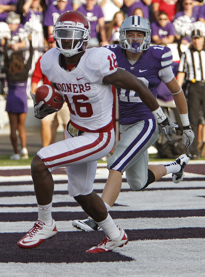Photo - Oklahoma Sooners' Jaz Reynolds (16) scores a touchdown in front of Kansas State Wildcats' Ty Zimmerman (12) during the college football game between the University of Oklahoma Sooners (OU) and the Kansas State University Wildcats (KSU) at Bill Snyder Family Stadium on Sunday, Oct. 30, 2011. in Manhattan, Kan. Photo by Chris Landsberger, The Oklahoman  ORG XMIT: KOD