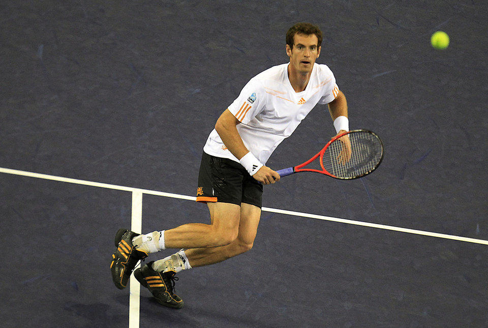 Photo -   Andy Murray of Britain prepares to return the ball against Alexandr Dolgopolov of Ukraine during their third round match of the Shanghai Masters tennis tournament at Qizhong Forest Sports City Tennis Center in Shanghai, China, Thursday, Oct. 11, 2012. Murray won 6-2, 6-2. (AP Photo/Eugene Hoshiko)