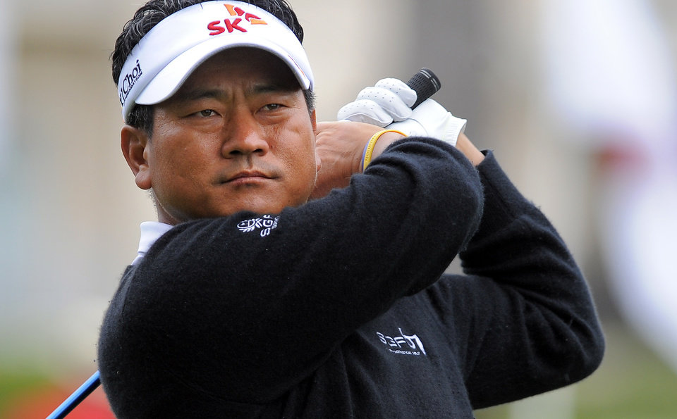 Photo - K. J. Choi, of South Korea, watches his drive from the 10th tee during the second round of the RBC Heritage golf tournament in Hilton Head Island, S.C., Friday, April 18, 2014. (AP Photo/Stephen B. Morton)