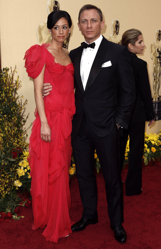 Photo - ** LINDA MILLER'S COMMENTARY:  Perfection. I would expect no less from James Bond.    ** British actor Daniel Craig, right, with  Satsuki Mitchell arrives for the 81st Academy Awards Sunday, Feb. 22, 2009, in the Hollywood section of Los Angeles. (AP Photo/Matt Sayles) ORG XMIT: CARV120